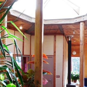 Eclairage naturel par le toit au centre du séjour