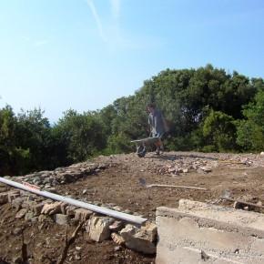 Fondations en pierres et béton de chaux