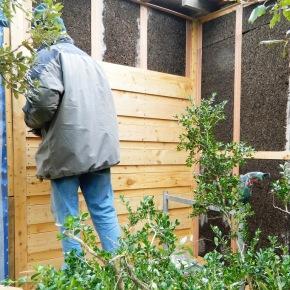 Les façades exposées au vent froid sont protégées par une isolation complémentaire (liège) sous le bardage