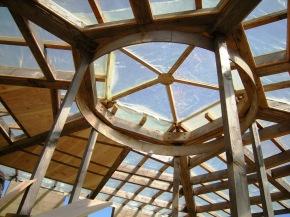 Construction du plafond comme coffrage de l'isolation du toit