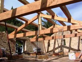 Restauration de la charpente ancienne à partir de bois neufs